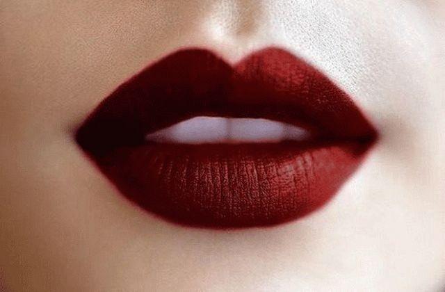 Quand il s'agit de faire sa mise en beauté, il faut savoir ce qui vous met en valeur. Et voici comment il faut maquiller une bouche pulpeuse. Alors vous retenez les filles ? Si vous avez des lèvres pulpeuses : – Choisissez des rouges à lèvres mats et non pas brillants – Dessinez le contour …