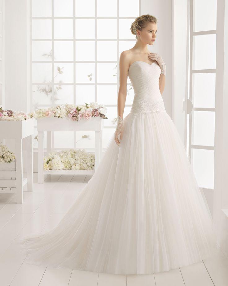 Robe de mariée en guipure avec pierreries et tulle. Collection nuptiale Aire…