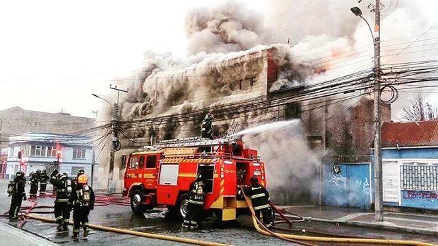 FEATURED POST  @molinafirerescue - FOTO DESTACADABomberos de Punta Arenas trabajó esta mañana en alarma de incendio que destruyó inmueble ubicado entre las calles José Menéndez y Chiloé perteneciente al Servicio de Salud local. . ___Want to be featured? _____ Use hastag chiefmiller  WWW.CHIEFMILLERAPPAREL.COM . . CHECK OUT! Facebook- chiefmiller1 Periscope -chief_miller Tumblr- chief-miller Twitter - chief_miller YouTube- chief miller Vero - chief miller  TAG A FRIEND WHO NEEDS TO SEE THIS…