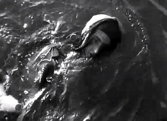 German-Kampfschwimmer-Panerai-Watch-Swimming (Small).jpg