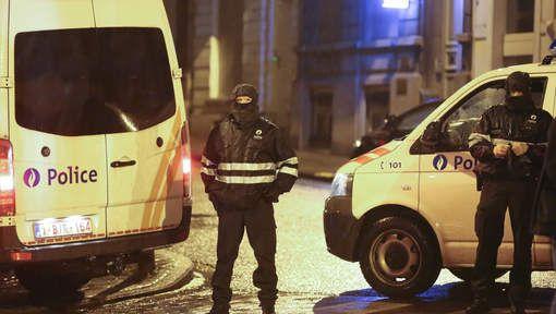 De getuigenissen van buurtbewoners na de antiterreuractie van vanavond maken duidelijk dat het even chaos was in Verviers. Een moeder en haar kinderen kregen zelfs van een gesmaskerde politieagent het bevel snel weg te lopen.