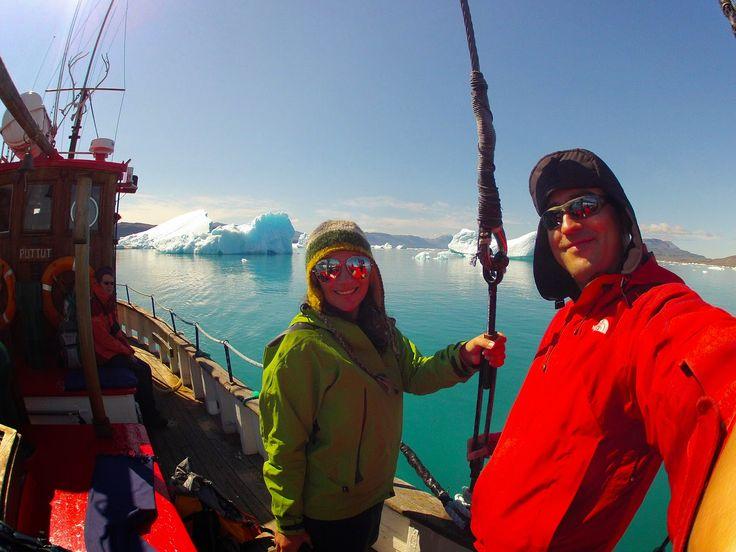 Uma das actividades mais fantásticas que se pode fazer em Narsarsuaq é o passeio de barco ao fiorde Qooqqut (ou Qooqot). O passeio custa 76€/pessoa. O barco sai de Narsarsuaq às 9 h da manhã e percorre o fiorde de Erik, um fiorde gigantesco que vem desde Narsaq até Narsarsuaq. Neste troço há poucos icebergs …