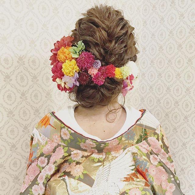 結婚式の前撮り 和装ロケーション撮影のお客様 人気のスタイルです♪ 編み込みとロープ編みで 左にまとめたアップ 赤や濃いピンクを中心に 沢山のお花を付けました  バニラエミュでは 一緒に働いてくれるスタッフを募集しています! お気軽にお問い合わせ下さい! #ヘア #ヘアメイク #ヘアアレンジ #結婚式 #結婚式ヘア #サロモ #日本中のプレ花嫁さんと繋がりたい #ウェディング #バニラエミュ #セットサロン #ヘアセット #花 #成人式ヘア #プレ花嫁 #結婚式前撮り #前撮り #着物ヘア #2016冬婚#2017秋婚 #和装ヘア#2016秋婚 #2017春婚 #結婚準備#成人式#和髪#2017秋婚  #2017冬婚 #振袖 #振袖ヘア