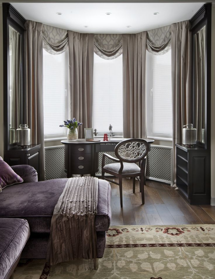Фото интерьера кабинета небольшой квартиры в стиле неоклассика