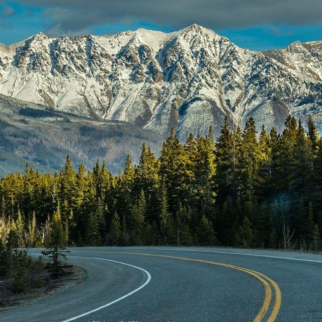 Onto the next destination. 📷  Like and share  Check out www.clickandsellphotography.com  #mountains #banff #banffnationalpark #canada #alberta #travelalberta #landscapes #landscapephotography #mountains #Imagesofcanada #unlimitedcanada #ExploreCanada #canada_true @canada