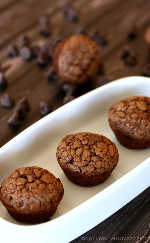 Instead of eating a whole pan of brownies, make these freezer friendly brownie bites ahead of time and freeze. When having a chocolate craving just take out of the freezer and reheat. Ahhmazing!! -happymoneysaver.com