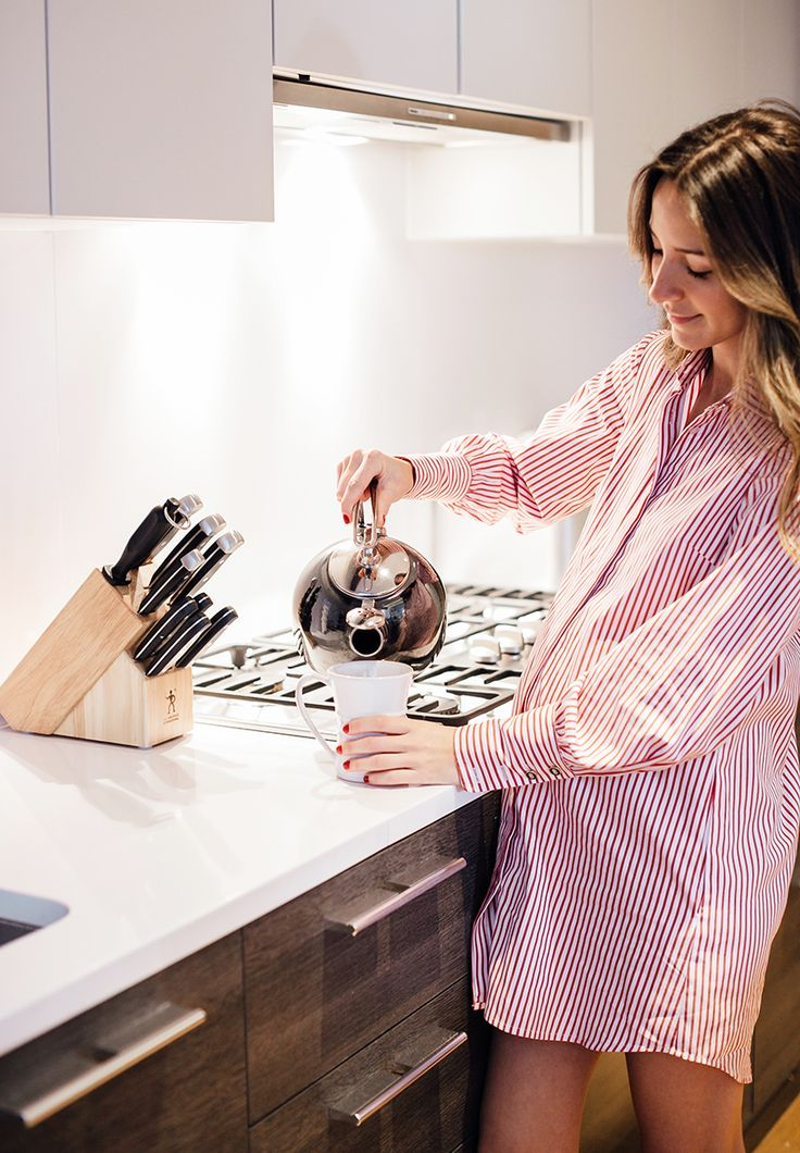 To-Be Mom Crush: Arielle Charnas Founder of uber stylish blog Something Navy on her first ever pregnancy interview, chatting preggo discoveries and major style tips you'll want to know about, trust us (!)
