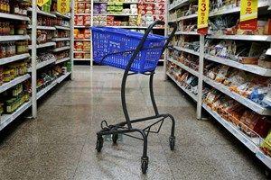 Künftig könnten bei Walmart kleine Roboter auf Befehl Einkaufswagen durch die…