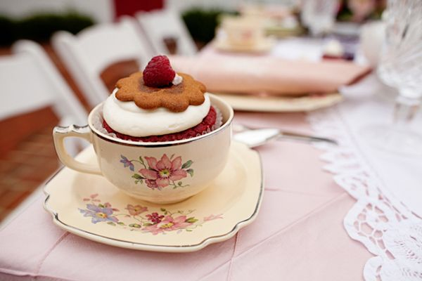 Cupcake in a teacup favour