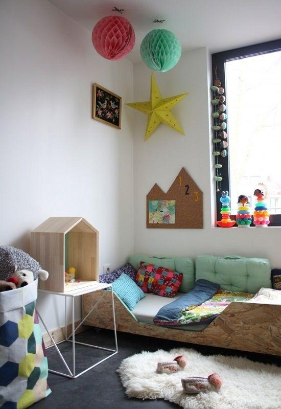 Estantería casita http://www.mamidecora.com/decora-pared-estanterias-infantiles.htm