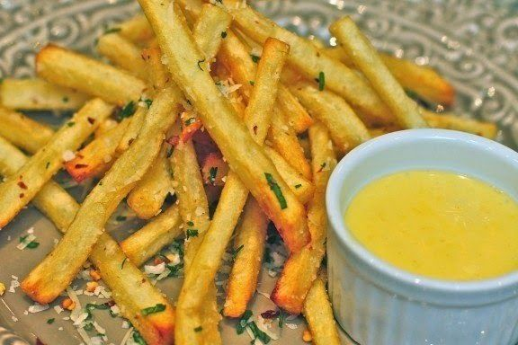 Recipe fries with garlic and red pepper