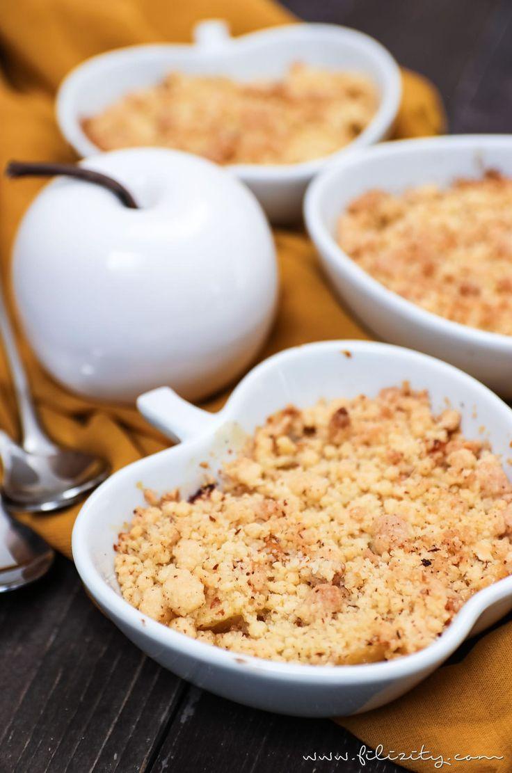 Apfel-Quitten-Crumble: Mit diesem schnellen Dessert-Rezept kannst du es dir im Herbst richtig gut gehen lassen. Lauwarm mit Vanille-Eis ein Traum!