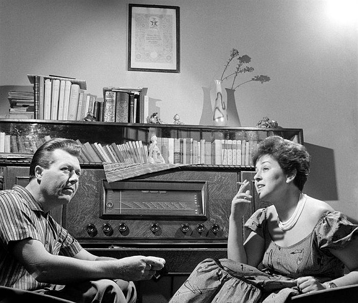 Vámosi János és Záray Márta táncdalénekesek otthonukban, 1962. - © Keleti Éva