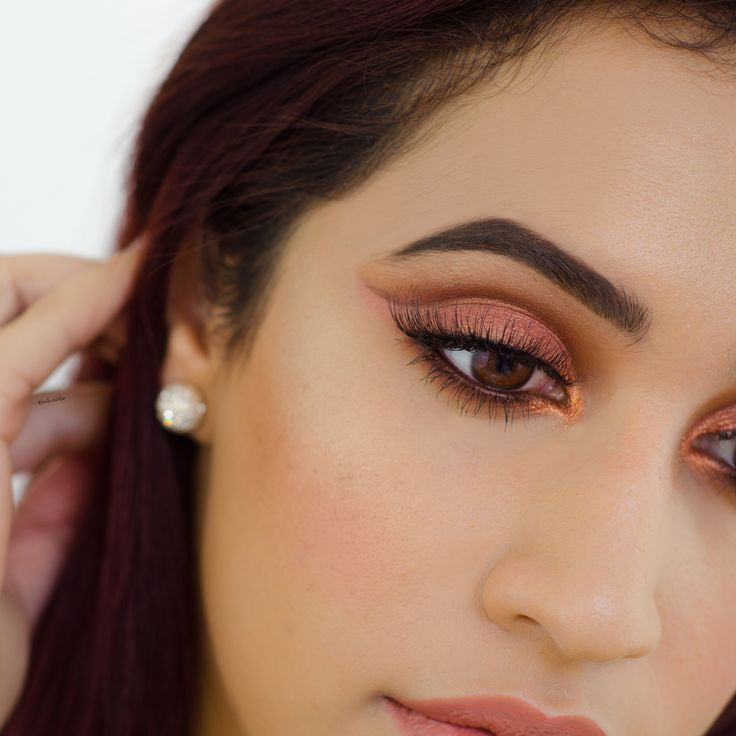 Makeup look made using the Urban Decay Naked Heat palette. Full makeup tutorial step by step on my blog Girl with Glam. Easy cut crease for any makeup beginner.