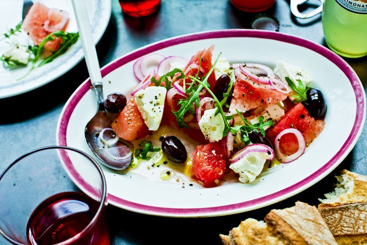 Melon och fetaost är en fantastisk smakkombination, perfekt för sommarbuffén.