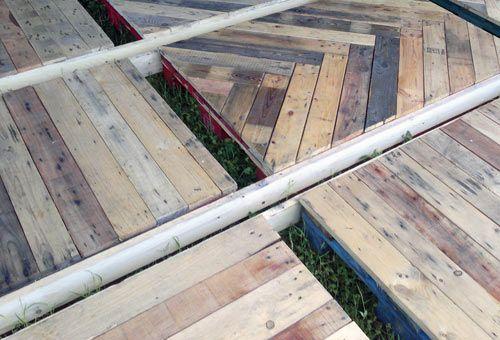 Moduli parquet. Mediante il riciclo di tavole provenienti da Pallet inutilizzati, [ARREDOPALLET.COM] realizza moduli parquet per esterno facilmente assemblabili, ideali per allestimenti temporanei, giardini e piattaforme esterne.