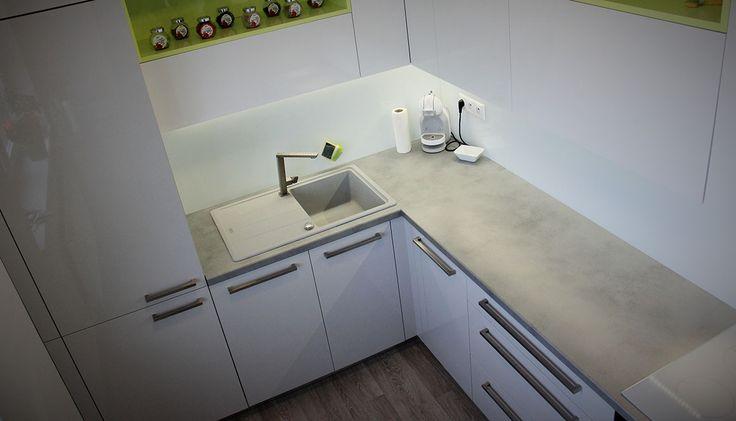 Tato kuchyň je navržena prakticky, má spoustu úložného místa a na malém prostoru vzniknul i dostatek pracovní plochy.