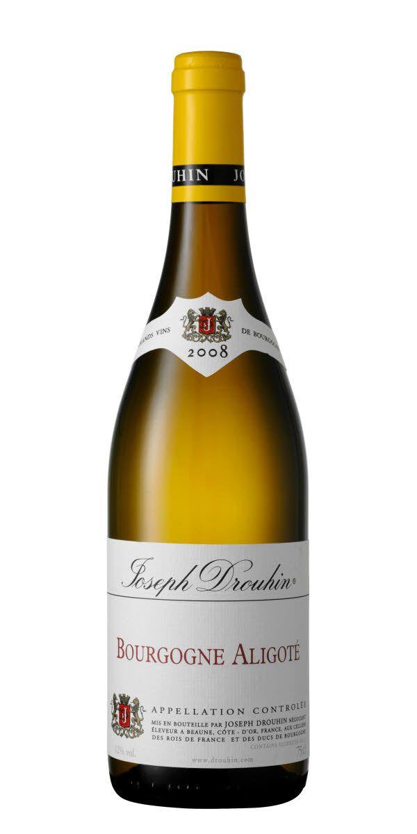 När man tänker på vit Bourgogne så tänker man ofta på druvan Chardonnay men man får inte glömma att det också görs fantastiska viner på druvan Aligoté i denna region. Detta vin visar en tydlig citruskaraktär, fruktighet med en fin mineralitet.
