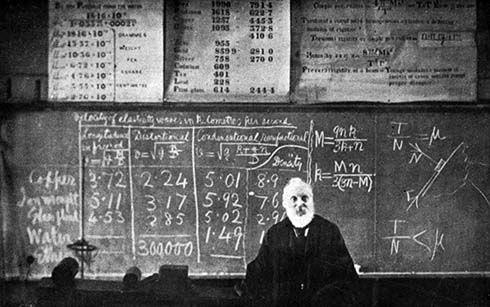 Lord Kelvin impartiendo materia