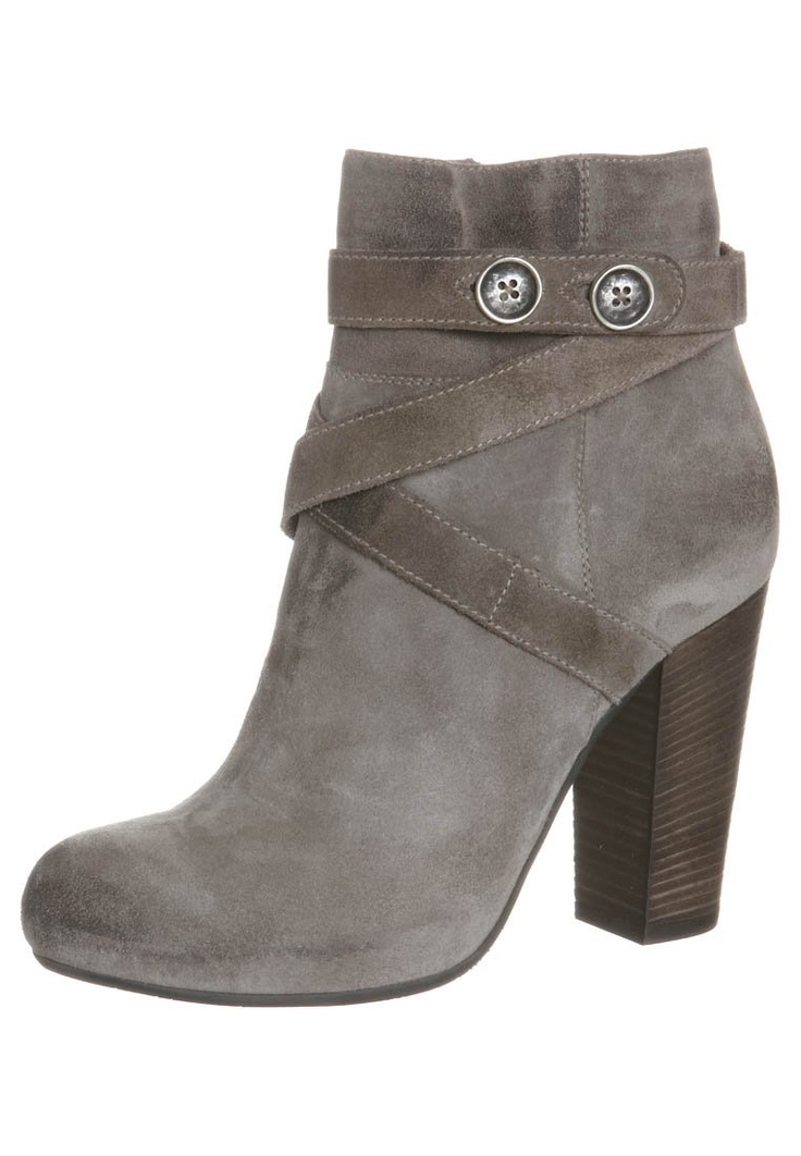 Janet & Janet ankle boots in suede, italian outlet for woman's shoes