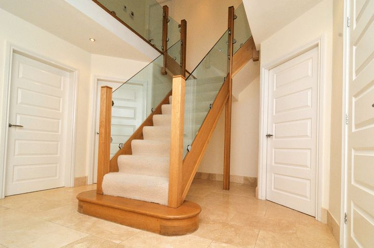 Entrance stairway in glass and oak.