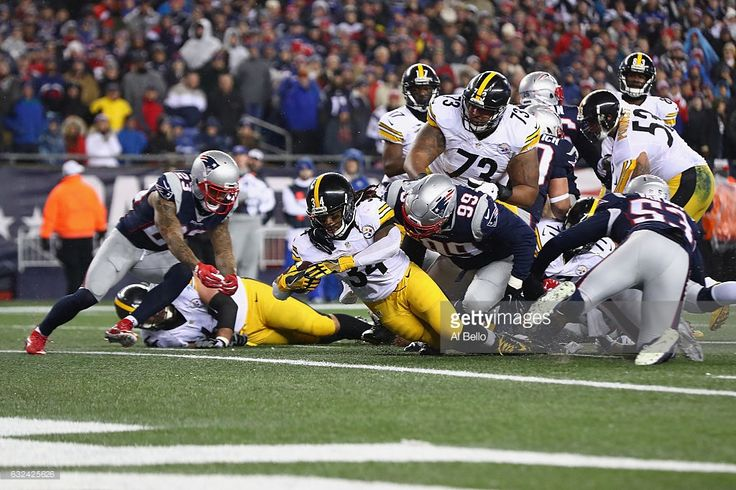 DeAngelo Williams #34 of the Pittsburgh Steelers scores a touchdown during the second quarter against the New England Patriots in the AFC Championship Game at Gillette Stadium on January 22, 2017 in Foxboro, Massachusetts.