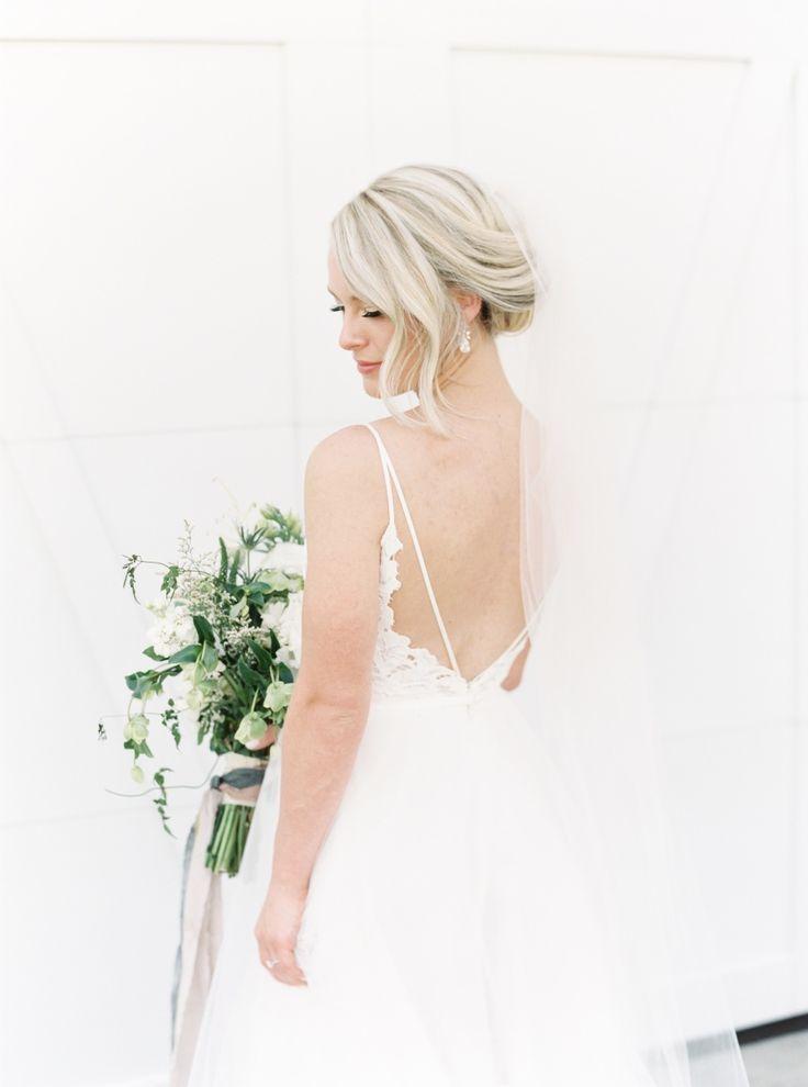 deep back Hayley Paige wedding dress   Photography: Lauren Fair Photography