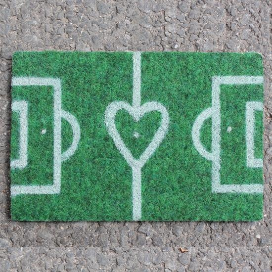 Fussballkarte für Fanherzen: Damit lässt sich die Fussballleidenschaft sogar per Post übertragen. Das ultimative Geschenk für den nächsten Fussballmatch.
