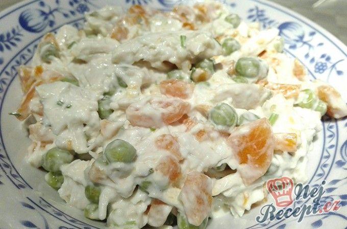 Kuřecí salát s mrkví a hráškem