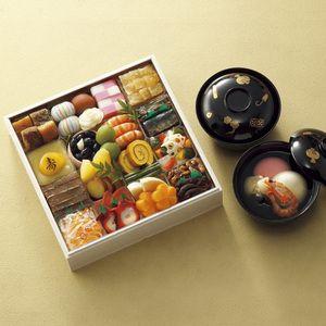 金沢の食文化が漂う風雅なお重。車海老のお雑煮と一緒に。【<浅田屋>65年記念おせち料理 一段重】