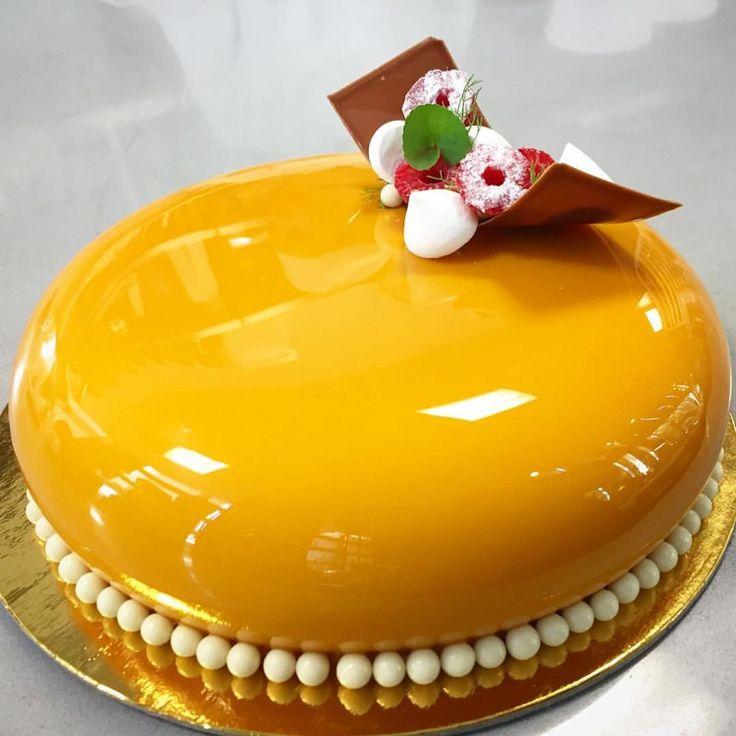 Mirror glaze Torte: Rezept für Spiegelkuchen mit Überzug aus glänzender Glasur – Dekoration Haus