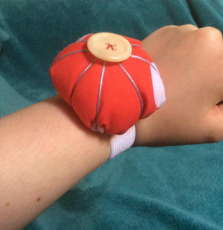 Make yourself a quick and easy wrist pincushion today!