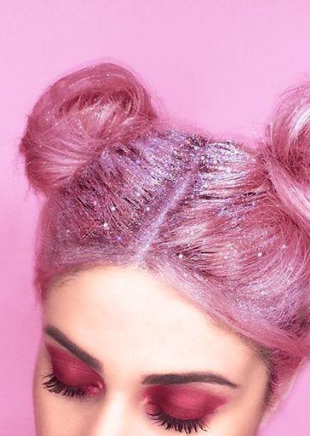 Glittermania: Mit diesen 5 Tricks sieht der Glitzerlook auf Lidern, Nägeln & Co auch an erwachsenen Frauen cool aus