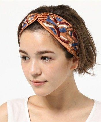 トレンド感たっぷりなヘアバンドアレンジです。シンプルなワンレンヘアにさらっとプラスするだけで、ワンランク上のヘアアレンジになりますよ。