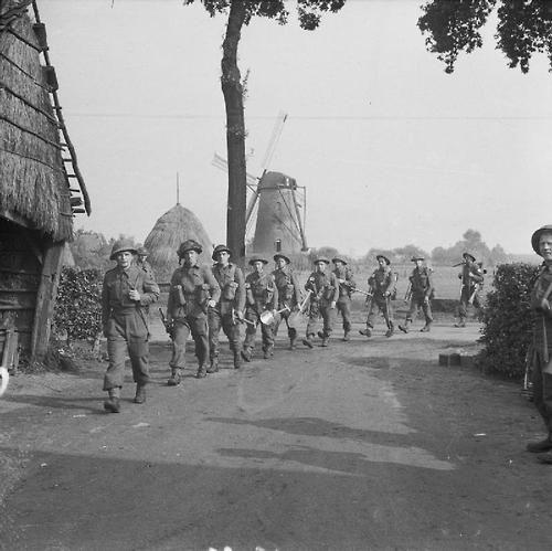 Men of the King's Own Scottish Borderers (KOSB) moving up, Holland, 19 September 1944.