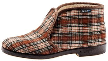 Reinot, male slippers. These have traditionally been worn inside by men over 50, but they still hold on.
