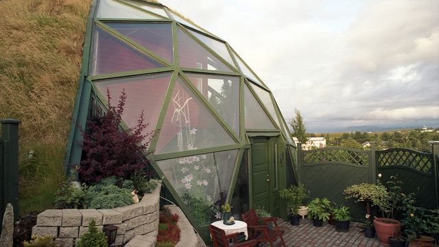 Icelandic eco house // Living Off-the-Grid