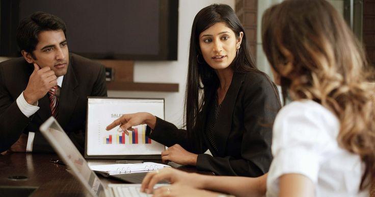 Cómo desarrollar un análisis costo-beneficio. Decide si un producto o servicio que tu empresa recibe o proporciona es valioso realizando un análisis costo-beneficio. Aunque pueda parecer complicado, un análisis costo-beneficio es una herramienta bastante simple de usar para hacer negocios o decisiones personales financieras. He aquí unos pasos para hacer un análisis.