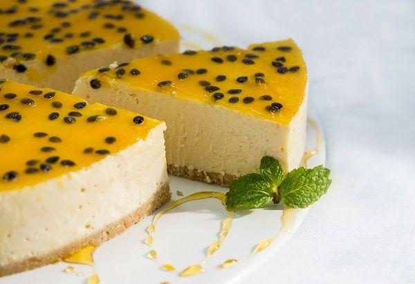 O Cheesecake de Maracujá que Não Vai ao Forno é uma opção de sobremesa deliciosa, refinada e super prática. Faça e confira! Veja Também: Pudim Que Não Vai