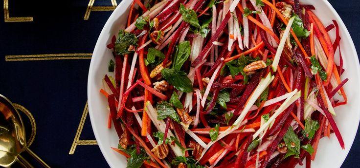 Ensalada de betabel con jícama, zanahoria, vinagre de sidra y nuez moscada. Es el acompañamiento perfecto para tu cena navideña.