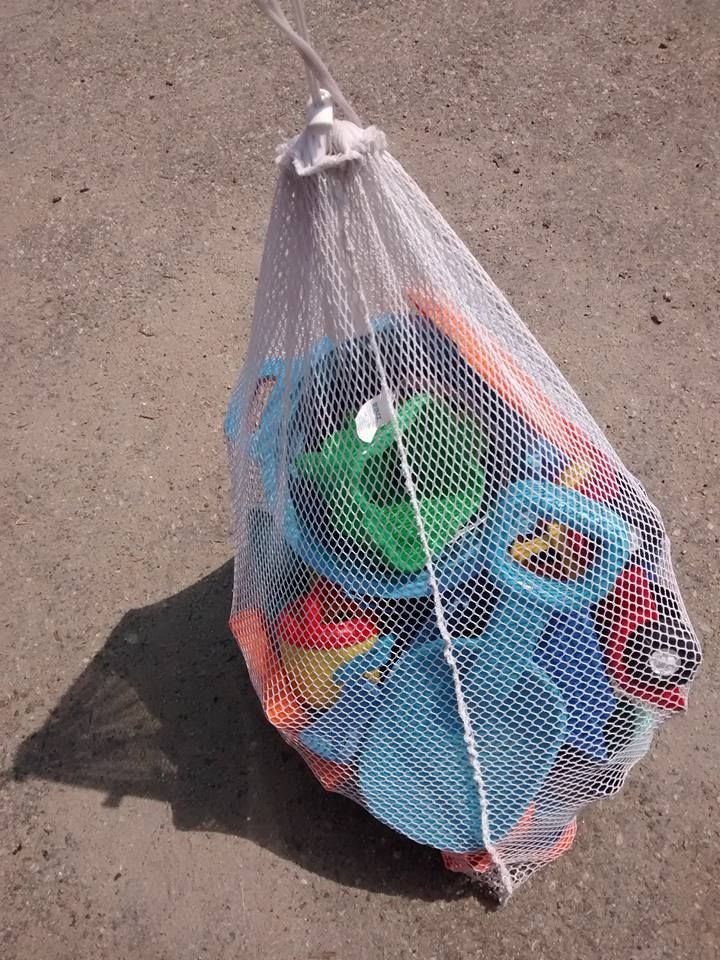 Large mesh laundry bags make the best sand toy storage! A few quick shakes and your toys are sand free!  #ParentTip