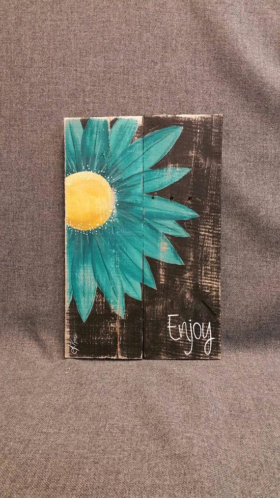 Gerber Daisy Shabby Pallet Art, Distressed Reclaimed wood, Hand painted, handmade, wall decor, Rustic & Shabby Chic