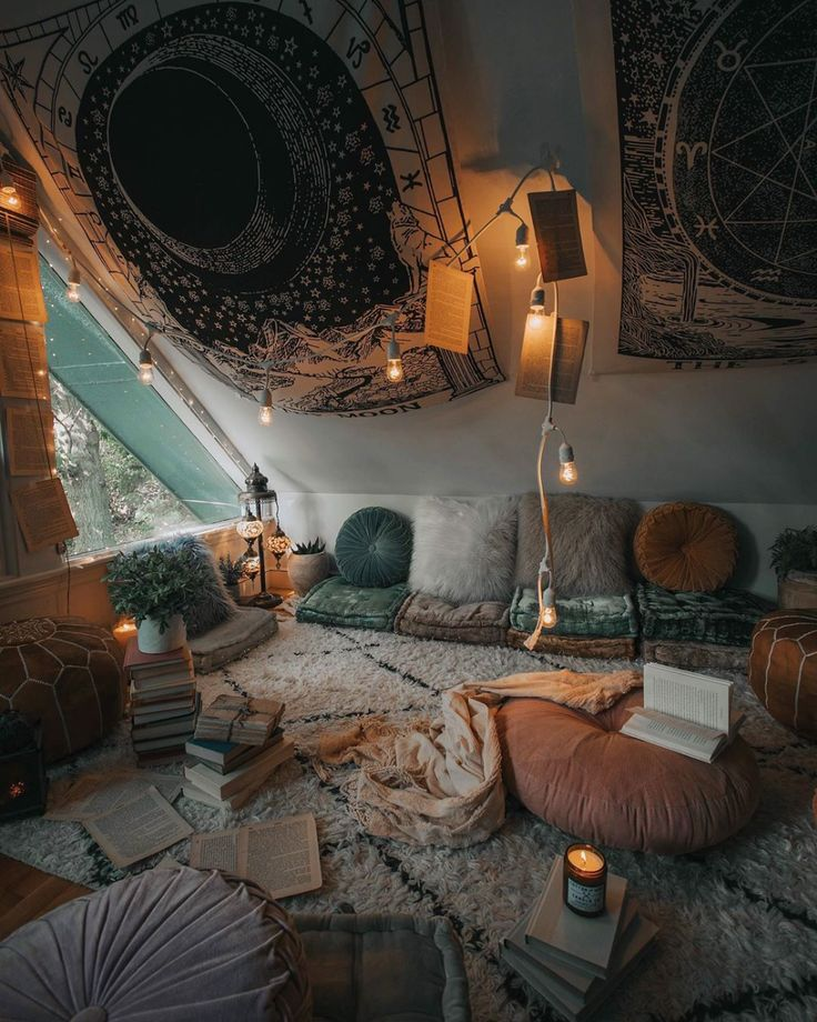 Latest Homedecor Ideas: Bohemian Attic Living Room Decor With Floor Cushions And