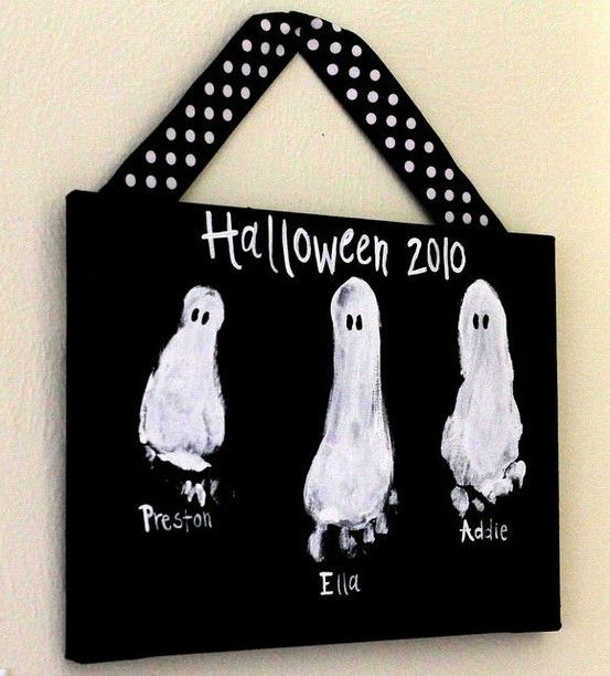 Footprint ghosts!: Footprints, Halloween Idea, Foot Prints, Ghosts Feet, Halloween Crafts, Cute Idea, Kids Crafts, Halloween Ghosts, Footprint Ghosts