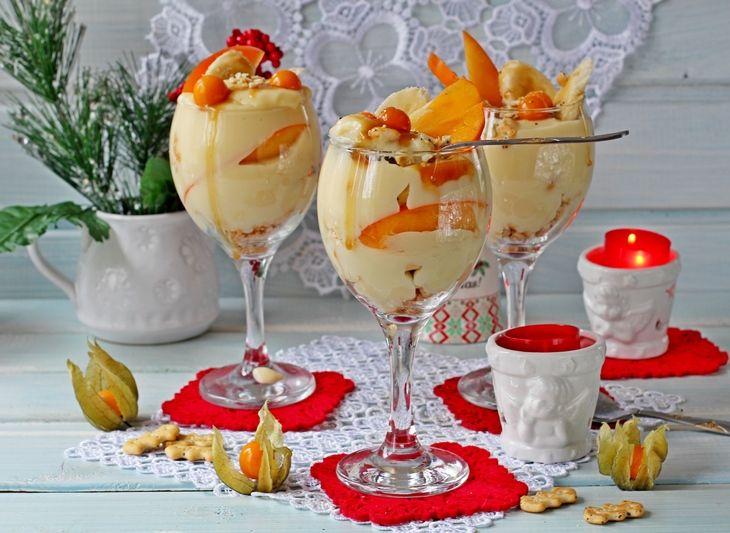 Трайфл с заварным кремом, бананом и хурмой. рецепт с фотографиями