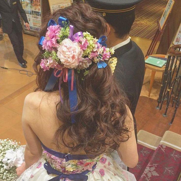 * とっても可愛い#ヘッドドレス を発見💐💭✨ * 青やピンク、パープルのリボンの上に お花がたっぷり乗せられていて ものすごーく華やか💗💛💜 * 披露宴の#お色直しヘア や #二次会ヘア にぴったりの髪飾りです💎♩ * photo by @rejouir.bridal_hair #花嫁ヘア#ブライダルヘア#ヘアアレンジ#ヘアスタイル#ダウンスタイル#ハーフアップ#ヘアアクセサリー#ヘッドパーツ#披露宴#二次会#お色直し#カラードレス#2017夏婚#2017秋婚#2017冬婚#2018春婚#2018夏婚#ウェディングレポ#marryxoxo