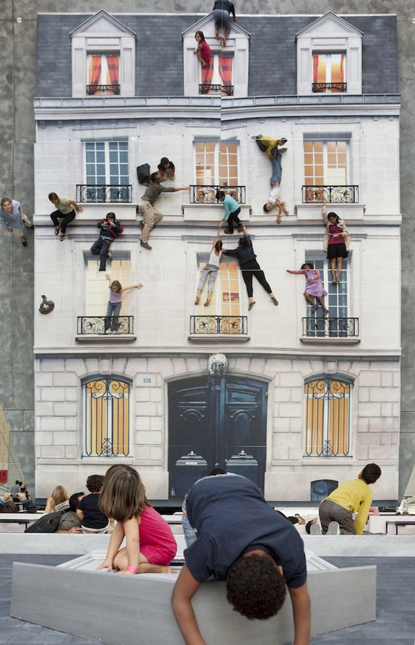 Leandro Erlich, Bâtiment. This interactive installation consists of a gigantic mirror, which reflects the facade if a house, giving visitors the illusion that they can hang off ledges.
