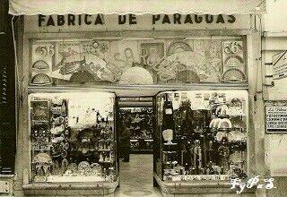 """""""Casa Rubio"""". Fábrica de paraguas, regalos y recuerdos de Sevilla.  C/ Sierpes, nº 56."""
