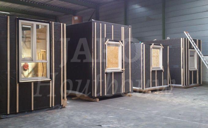 Www.jarohoutbouw.nl 0341-759000 Hotel in Amsterdam. Een bestaand hotel in Amsterdam wordt dus voorzien van een uitbouw. De houten units dienen als extra kamers. Op deze manier wordt het hotel in Amsterdam in korte tijd door Jari Houtbouw uitgebouwd!