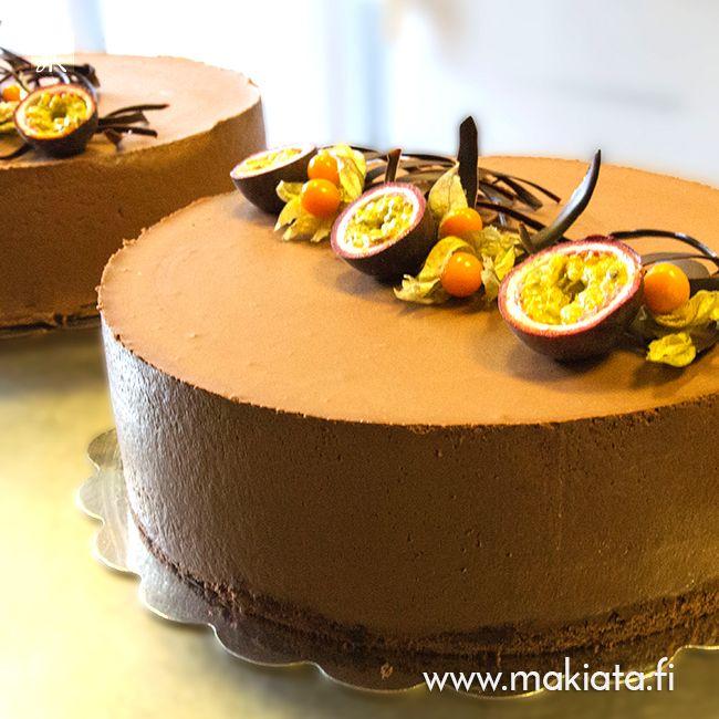 Passionhedelmä-suklaakakku